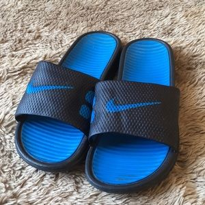 NIKE SLIDES GREAT CONDITION